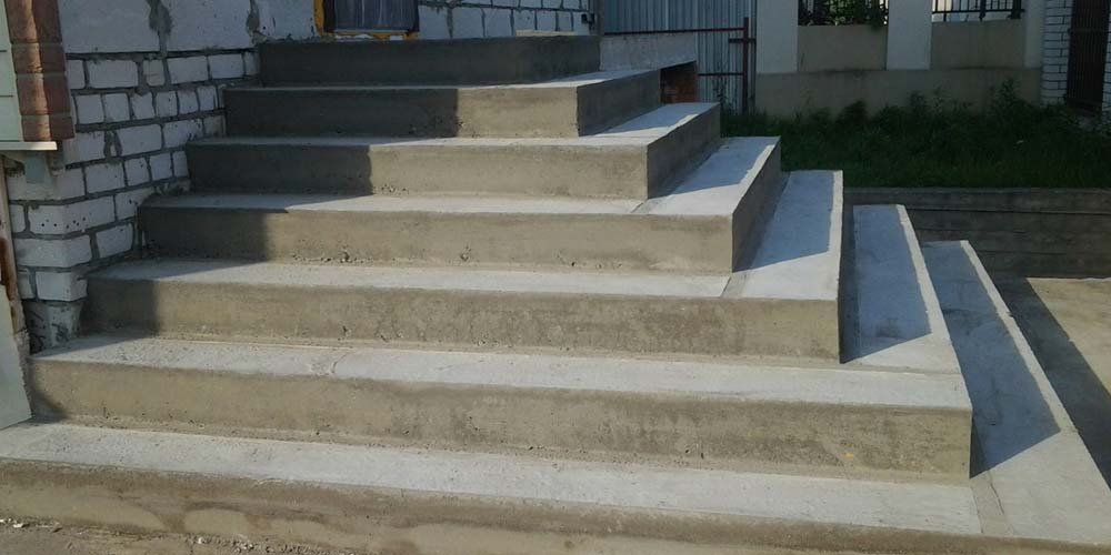 Лестница бетонная уличная, фасадная
